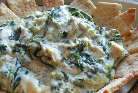 A blend of artichoke hearts, roasted garlic and cheese and served with fresh baguette rounds and crackers.