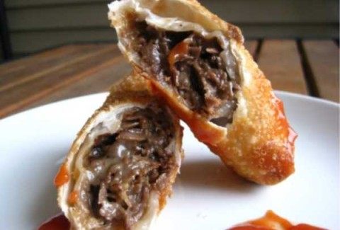 Traditionally cooked Philadelphia cheese steak meat and American cheese rolled in a spring roll wrapper and fried. Served with a sweet-hot chipotle dip and ketchup.