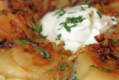 Cheese pierogies pan fried with our secret blend of Cajun spices and served with caramelized onions & sour cream.