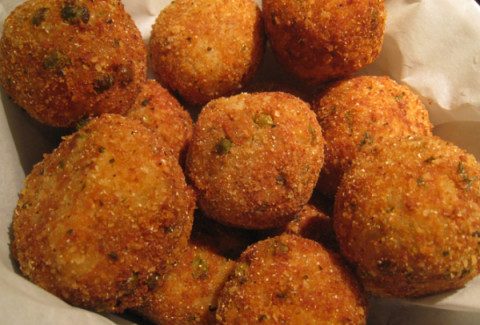Risotto balls made with pesto & parm cheese, breaded and fried. Served with marinara for dipping.