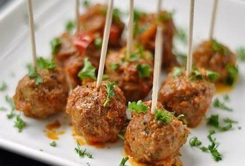 Hand formed mini meatballs served in our stroganoff sauce with sour cream.