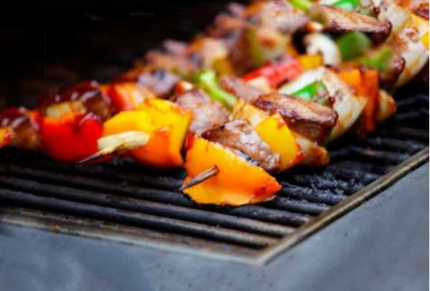 Build your own fajitas while your master griller cooks your fajita meat to perfection! Labor is NOT included. Please speak with your Mizuna Coordinator for labor charges. Meat is served on skewers and includes chicken skewers as well as beef skewers with peppers & onions. Vegetable skewers available upon request.