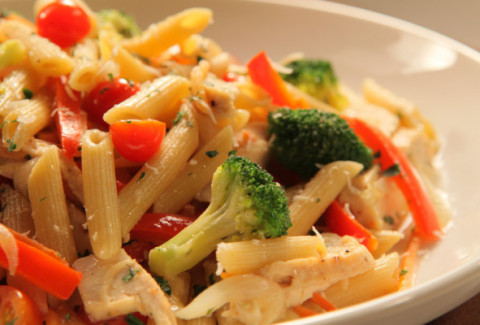 Penne sautéed with fresh broccoli, carrots, bell peppers, zucchini & mushrooms and served in our creamy Alfredo sauce. Add some chicken for $1.00 more
